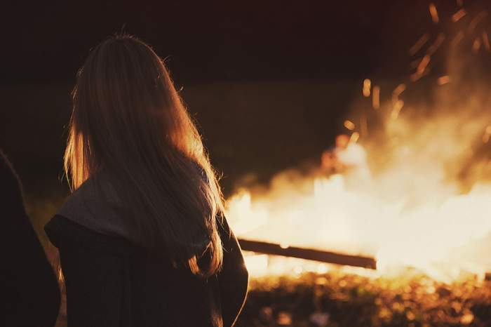 Un bărbat i-a dat foc fostei sale iubite! Ce s-a întâmplat cu femeia