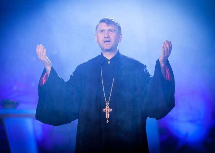 """VIDEO / Fabulaţie sau adevăr? Racolat la 15 ani de preotul Pomohaci?! Un tânăr face dezvăluiri halucinante: """"M-am speriat"""""""