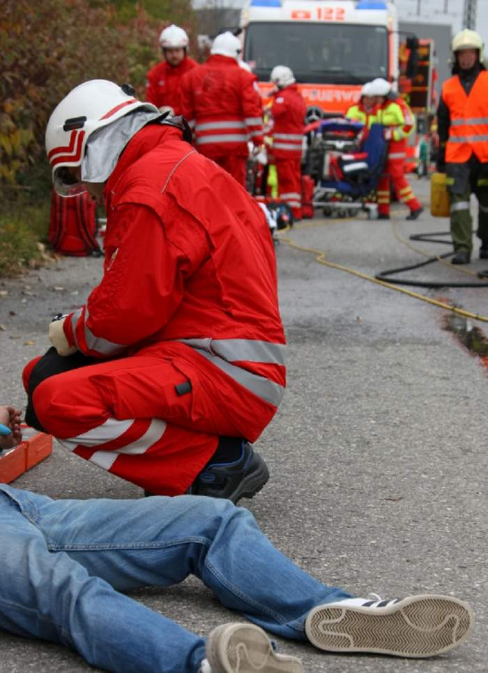 Accident grav în Dâmboviţa! Un bărbat a fost lovit în plin de un microbuz