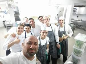 FOTO / Chef Cătălin Scărlătescu e pe val! Renunță la bucătărie pentru o nouă pasiune?