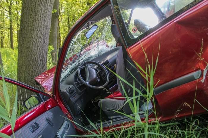 DUREROS! Trupurile unor adolescenţi au fost azvârlite în pădure în momentul impactului. Familiile sunt îndurerate