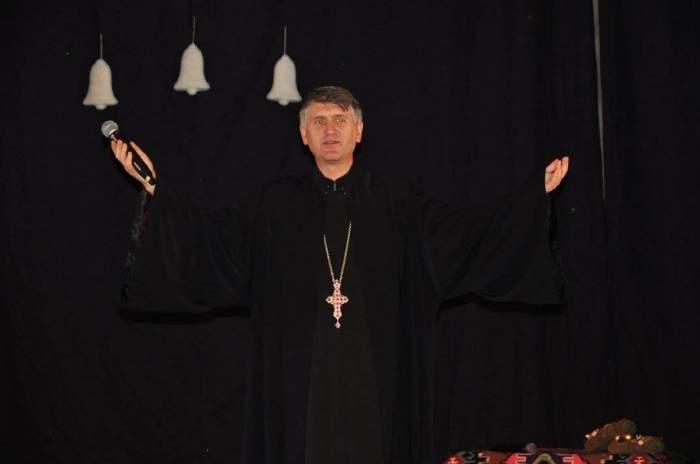 """Cristian Pomohaci, interviu alături de părinții lui! Mama preotului: """"Ne rugăm la Dumnezeu să îi dea putere multă"""""""