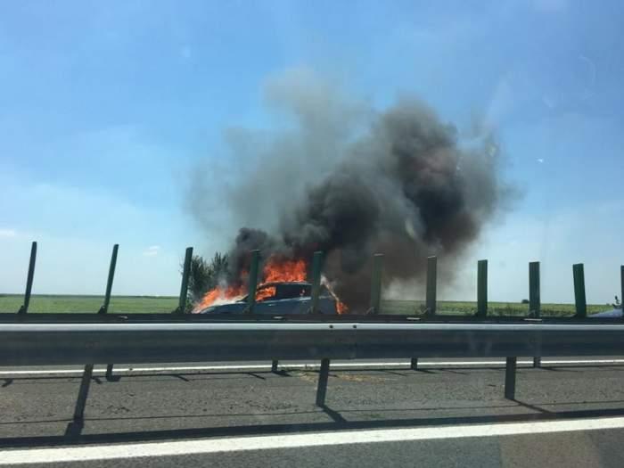 Alertă pe Autostrada Soarelui! O maşina a luat foc