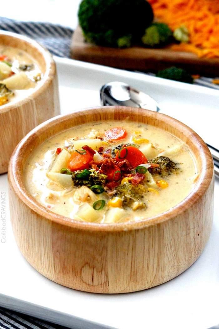 Supă de legume cu pui şi cremă de brânză