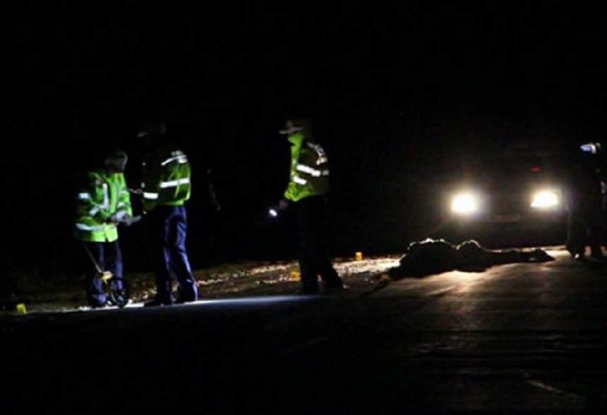 Accident terifiant pe A1! Un bărbat a fost spulberat de o maşină, în timp ce încerca să traverseze autostrada