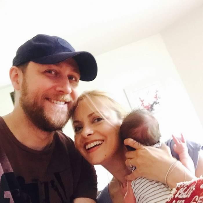 FOTO / Soţul Simonei Gherghe a ales deja meseria fiicei sale! Uite cum a pozat-o pe micuţă