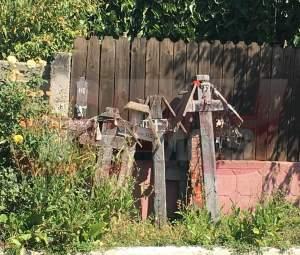 FOTO EXCLUSIV/ Obicei macabru în satul Denisei Răducu! Ce se întâmplă în fața caselor vecinilor artistei