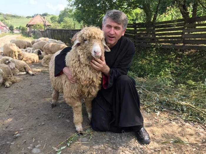Cristian Pomohaci ajunge la sapă de lemn?! Fostul preot începe să-și vândă din imobile