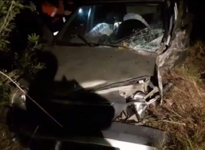 VIDEO / Accident grav în Constanţa! Doi oameni au murit după ce s-au izbit cu maşina de un copac
