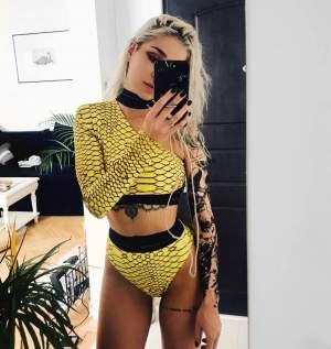 Cea mai sexy vloggeriţă, într-o ipostază jenantă! Plăteşte scump pentru greşeli