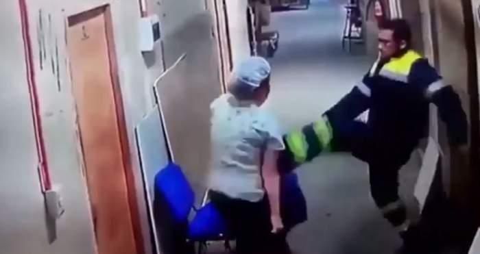 VIDEO / Imagini șocante! Un paramedic nervos a lovit o asistentă însărcinată cu piciorul în burtă
