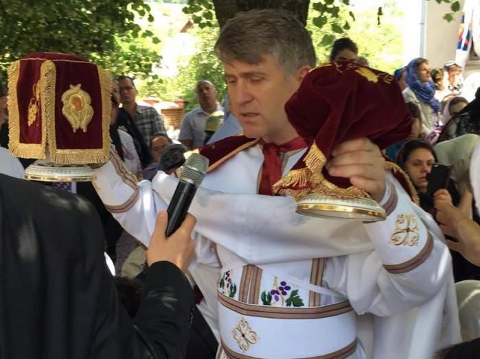 FOTO / După ce a fost exclus din biserică, Cristian Pomohaci nu renunță la haina de preoțească! Primul mesaj al fostului preot