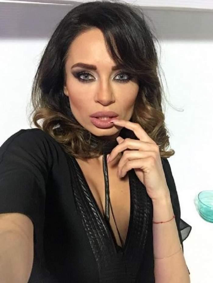 FOTO / Prezentatoarea ştirilor Antena Stars, Andra Trandaş, a izbucnit în  lacrimi la TV. Ce a impresionat-o pe vedetă