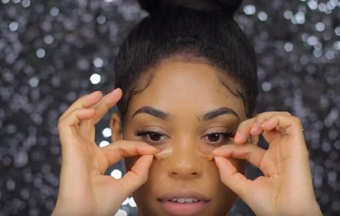 VIDEO / Cel mai ciudat fond de ten! Ţi se dezlipeşte de pe faţă. L-ai încerca?