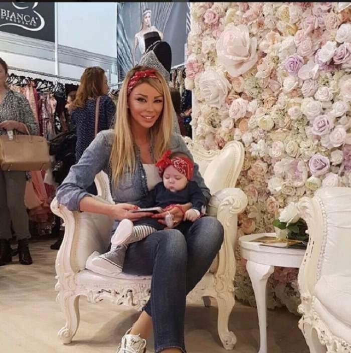 VIDEO / Bianca Drăguşanu şi Sofia au plecat la shopping! Micuţa se odihneşte în coşul de cumpărături