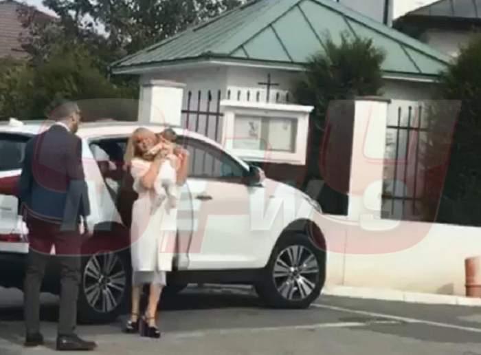 VIDEO / Simona Gherghe a îmbrăcat-o pe Ana Georgia ca pe o adevărată prințesă! Micuța a strălucit la botezul ei