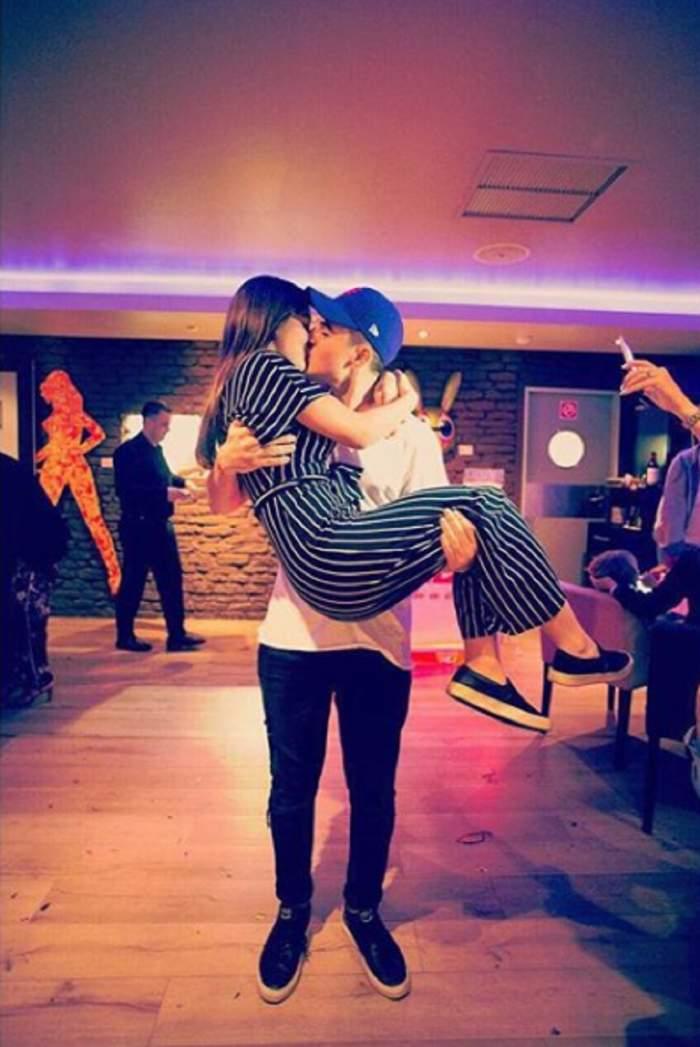 FOTO / Sărut pătimaş între băiatul adoptiv al lui Alex Velea şi fiica Andreei Esca! Îşi trăiesc iubirea la cote mari
