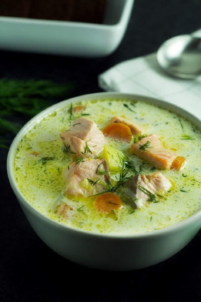 Un prânz dietetic! Supă de somon cu praz