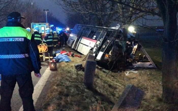 VIDEO / Impact devastator între un autobuz şi o maşină. Sunt cel puţin 3 morţi şi 45 de răniţi