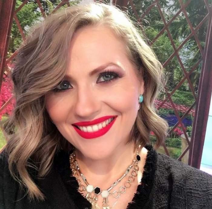 VIDEO / A dat maşina pe trăsură! Ce face Mirela Vaida înainte să revină pe TV, la Antena 1