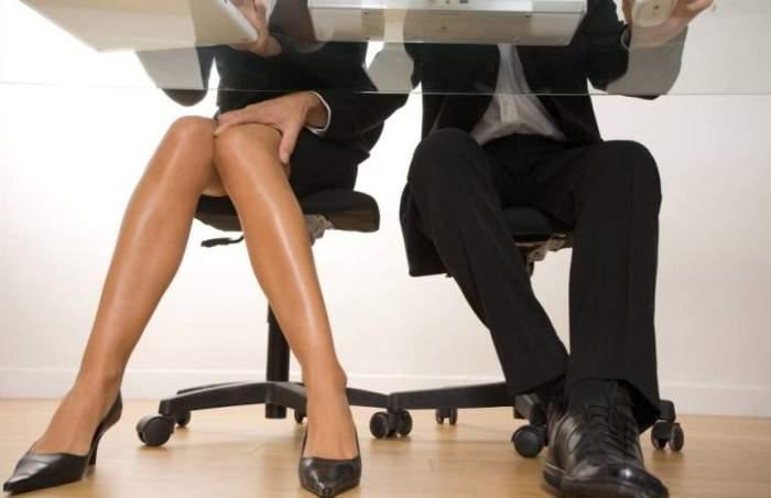 ÎNTREBAREA ZILEI: Ştiai că 9 din 10 angajaţi fac sex la serviciu, în timpul programului?