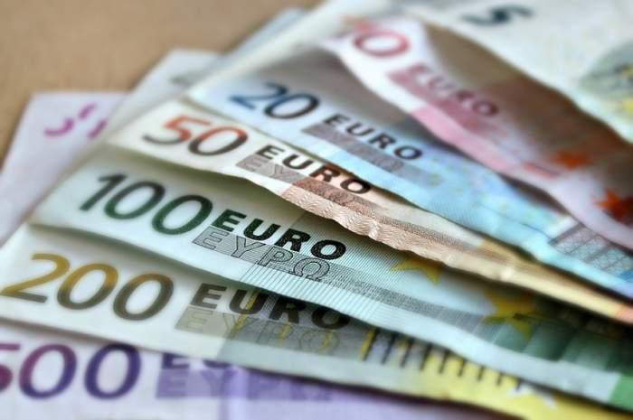 Geantă ce conținea 16 mii de euro, uitată în restaurant! O angajată a găsit-o, dar ce a făcut după?