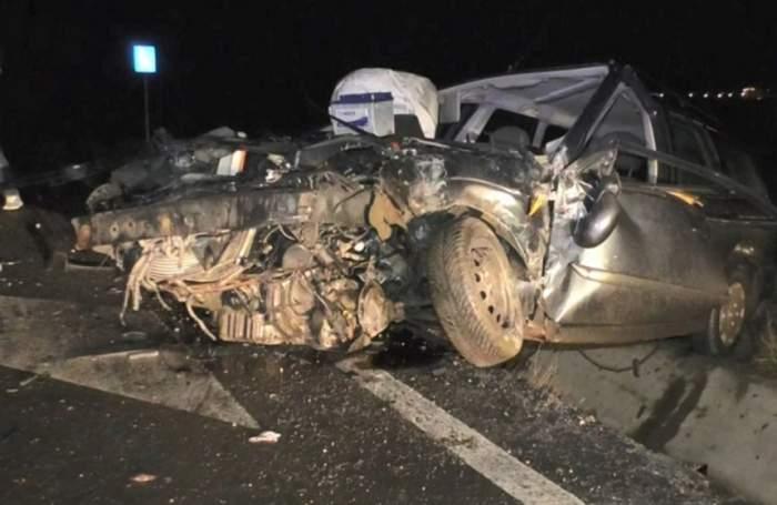 FOTO / Şofer aruncat prin parbriz, după ce s-a izbit cu maşina de un autocar! Imagini şocante
