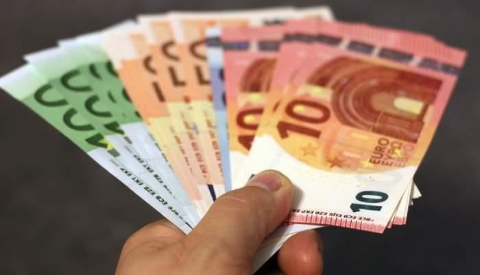 Veşti bune pentru tineri! Statul acordă 70 000 de euro. Cum îi poţi obţine