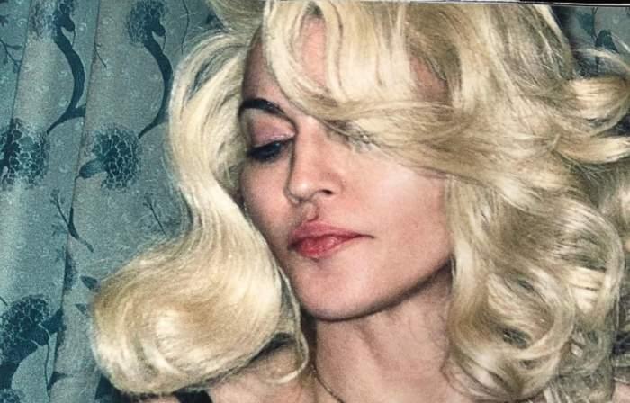 """FOTO / Nu te-ai fi aşteptat ca Madonna să vândă aşa ceva. """"Seamănă cu un vibrator"""""""