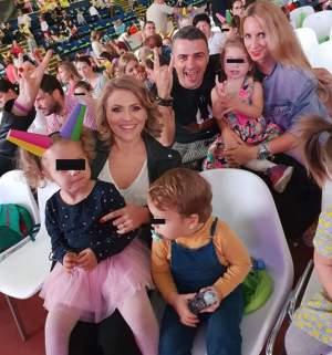 FOTO / Mirela Vaida şi-a scos copiii la distracţie! Cu cine s-a întâlnit frumoasa prezentatoare la spectacol!