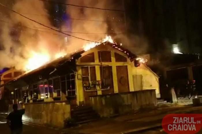 VIDEO / Incendiu infernal în centrul Craiovei! Focul nu se poate stinge. Arde o hală de 800 metri pătraţi