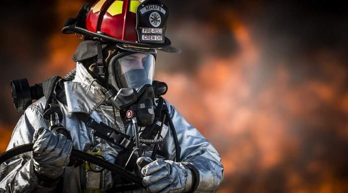 Incendiu de proporţii în Cluj. Un autocar plin cu pasageri a luat foc