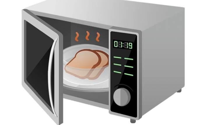 Specialiştii interzic categoric! Ce nu este bine să bagi în cuptorul cu microunde!