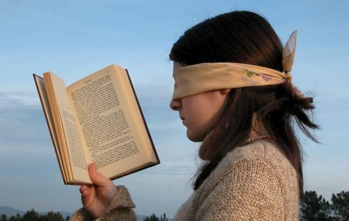 ÎNTREBAREA ZILEI! Ştiai că, de fapt, lectura în lumină slabă nu afectează vederea?