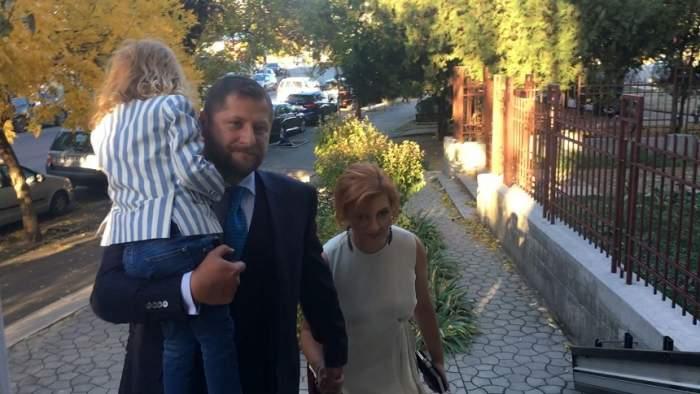 VIDEO / Cum a apărut îmbrăcată Ioana Băsescu, la botezul nepoatei sale. Toţi ochii au fost aţintiţi asupra ei