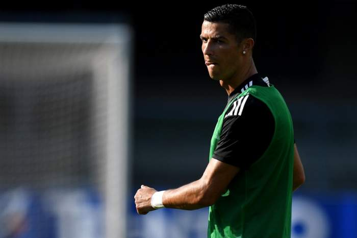 """FOTO / Scandal în Anglia! Au apărut biscuiţii """"Ronaldo"""", sub forma unei poziţii sexuale"""