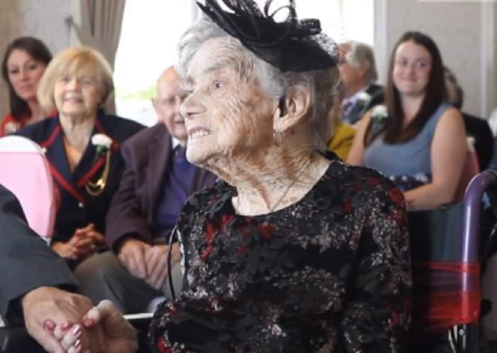 """FOTO / O bătrânică s-a măritat cu alesul inimii la 100 ani: """"A meritat așteptarea"""""""