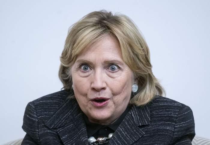 FOTO / Hlillary Clinton,  implicată într-un grav accident de maşină