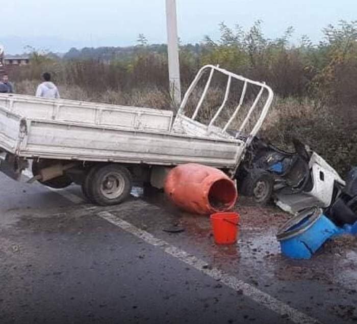 VIDEO / Accident devastator în Maramureș, după ce o camionetă și un autoturism s-au ciocnit. Sunt cinci victime!