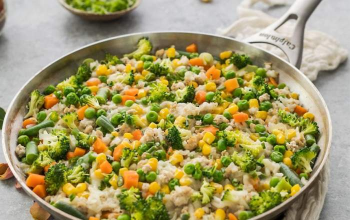 REȚETA ZILEI: Orez brun cu broccoli, mazăre și porumb, gata în doar 30 de minute