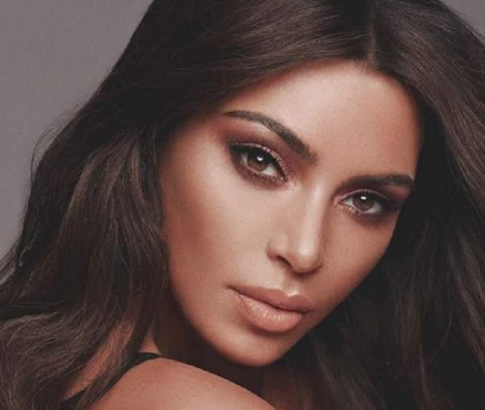 """FOTO / Kim Kardashian s-a pozat goală puşcă: """"Dacă ar vedea copilul tău asta, oare ce ar zice?"""""""
