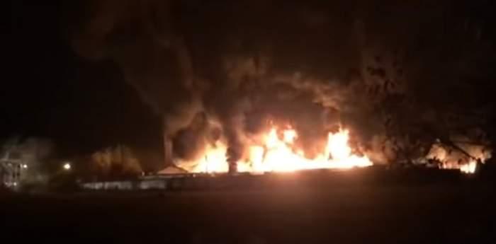 VIDEO / Incendiu şi explozii în Sibiu! Oamenii au fost rugaţi să nu iasă din casă