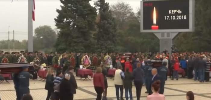 VIDEO / Imaginile durerii! Victimele atacului din Crimeea au fost înmormântate!