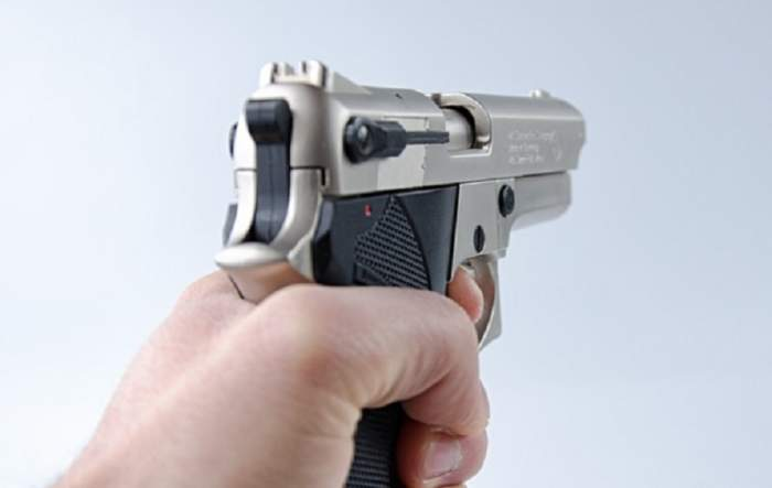Focuri de armă în București! Un bărbat a fost împuşcat de poliţişti