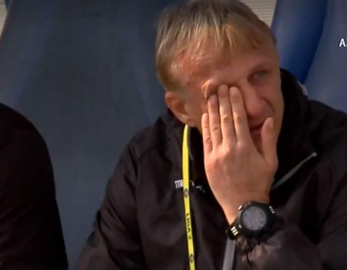 FOTO / Emil Săndoi a izbucnit în lacrimi în timpul meciului echipei sale, după ce aflat că Ilie Balaci a murit