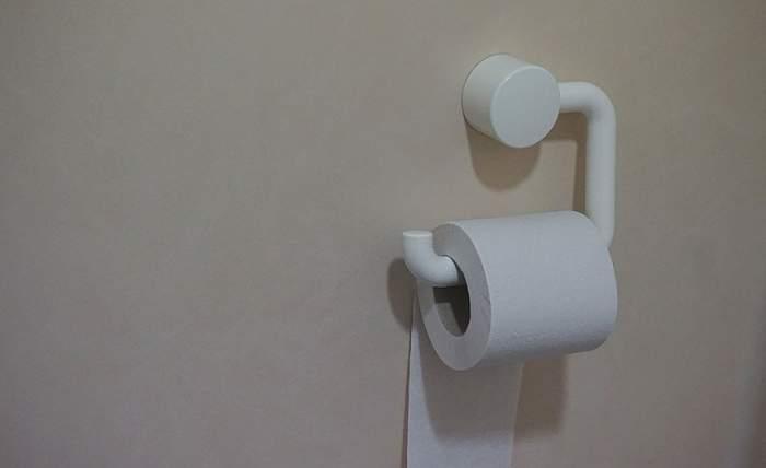 Incredibil! Motivul dezgustător pentru care nu ar trebui să pui hârtie igienică pe vasul de la toaletă