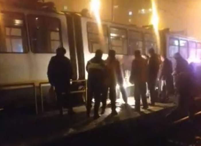 Accident pe şinele de tramvai, în Drumul Taberei! Un bărbat a căzut de pe refugiu
