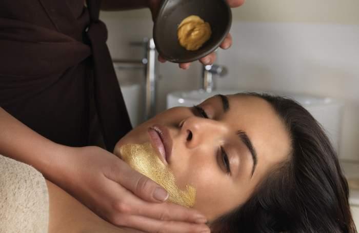 Cea mai eficientă mască pentru a-ți proteja pielea uscată. O prepari în doar 3 minute!
