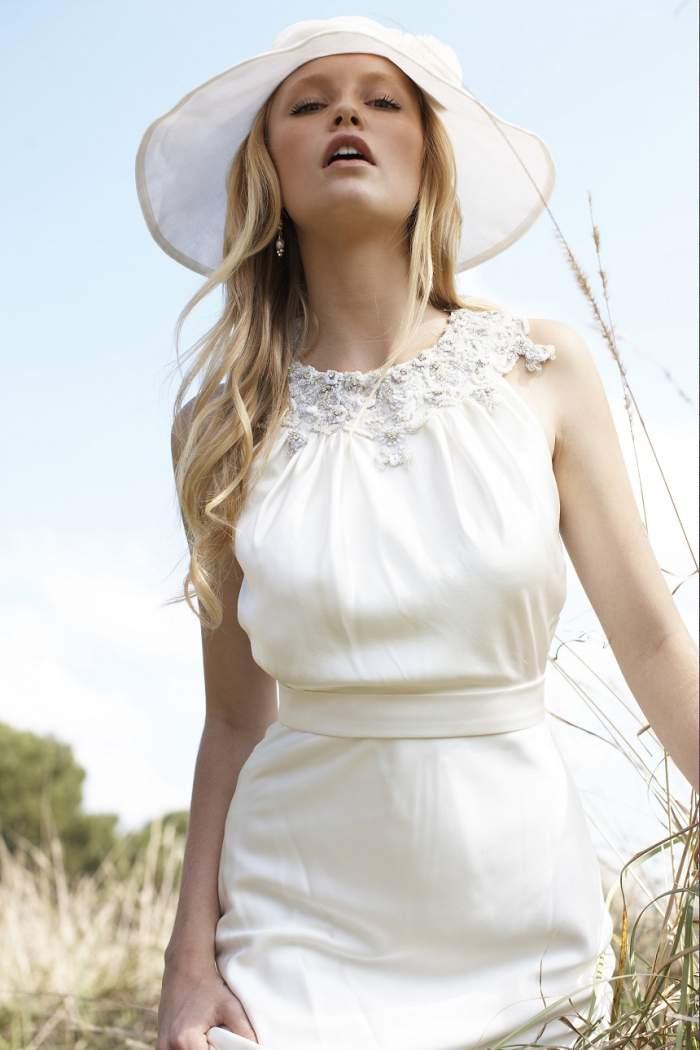 Uluitor! A plătit 15.000 de lire pentru o rochie țesută cu păr uman