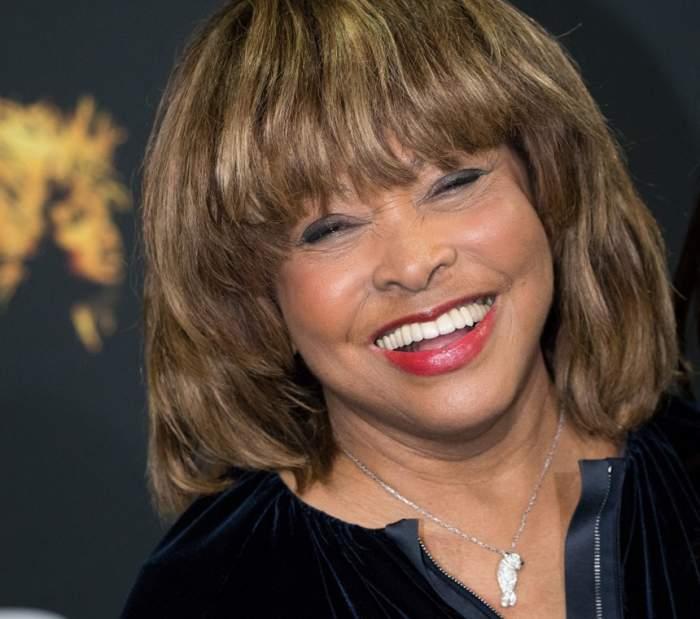 FOTO / Tina Turner, apariție de senzație la aproape 80 de ani! Plină de energie și cu zâmbetul pe buze, i-a făcut pe toți să-și întoarcă privirea